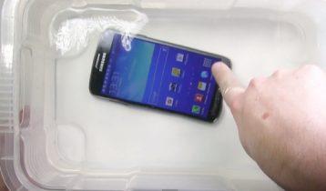Samsung Galaxy S4 Active i vandtest
