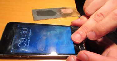 Se video: Her hackes fingeraftrykslæseren i iPhone 5s