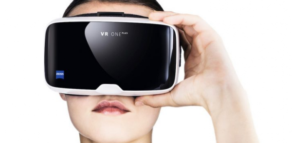 VR One Plus headset Zeiss