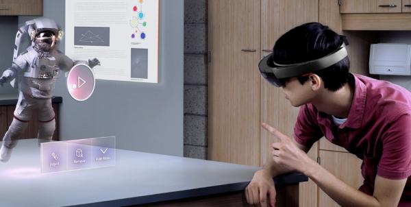 Microsoft HoloLens kan nu købes – for 20.000 kroner