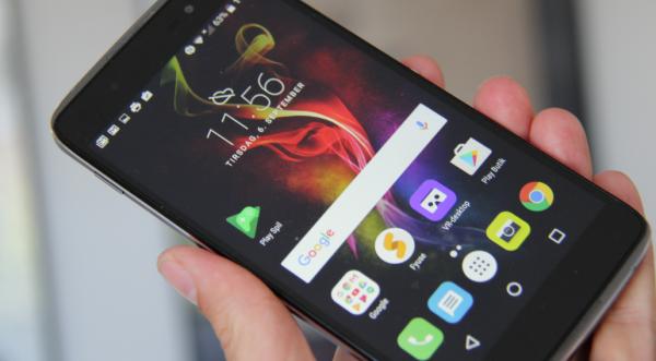 Test af Alcatel Idol 4:Fiks mobil med et par gode overraskelser