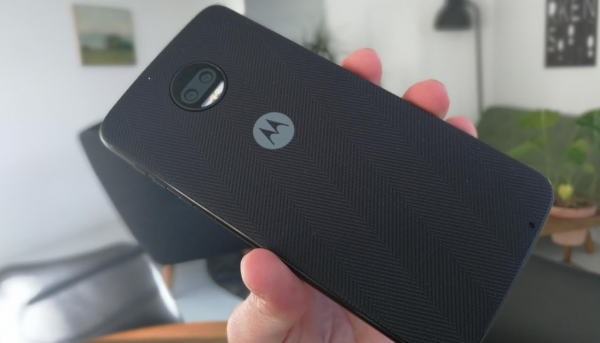 motorola moto z2 force test design