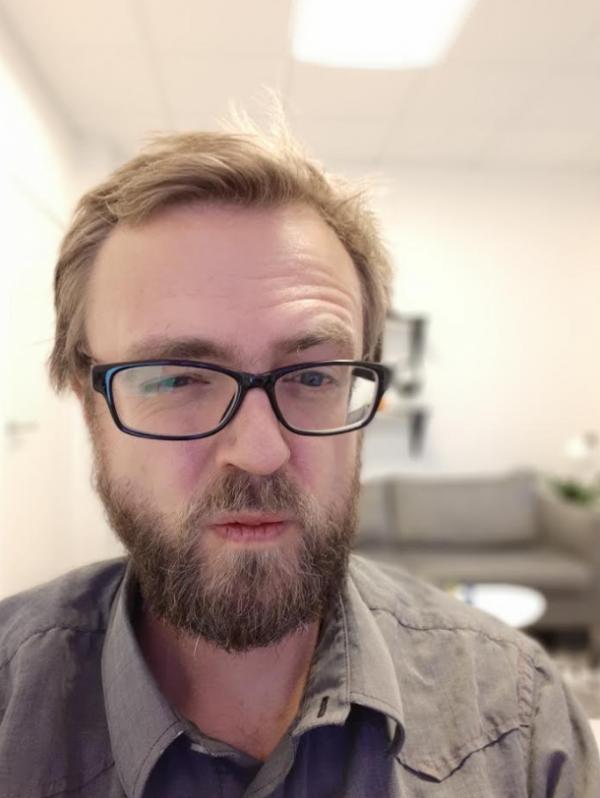 test af selfie dual kamera samsung galaxy a8 (2018).png