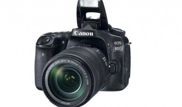 Canon EOS 80D pris