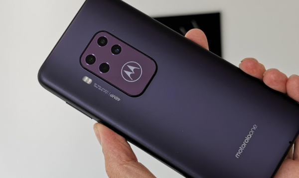 motorola one zoom test pris lilla