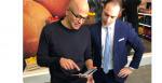 Satya Nadella viser Surface Duo frem