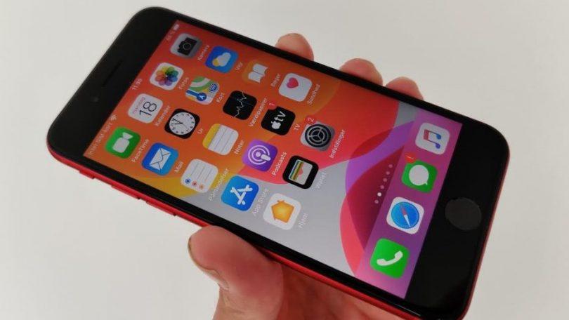 Test og anmeldelse af iPhone SE 2020 – for stort et kompromis
