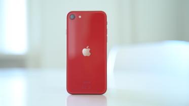 Er iPhone SE 2020 værd at købe? Vi debatterer den lille sag