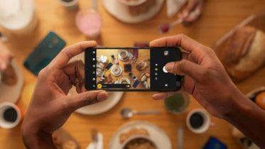 Moto G9 Play: Billig mobil med kæmpe batteri og triple kamera
