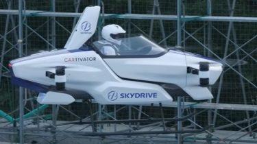 """Japans """"flyvende bil"""" letter med menneske bag rattet"""