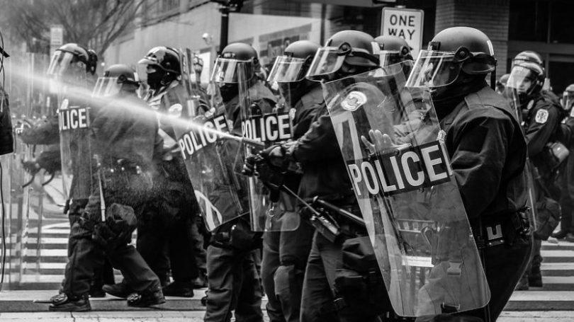 Aktivister bruger ansigtsgenkendelse mod politiet