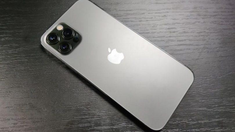 Apple: iPhone 12 farlig for dem der bruger...