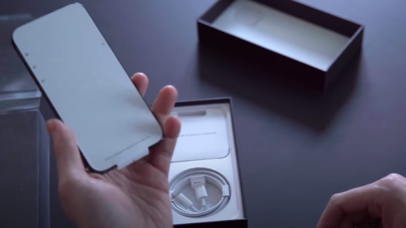 Apple får bøde på 12,5 mio. kr. for ikke at inkludere oplader til iPhone