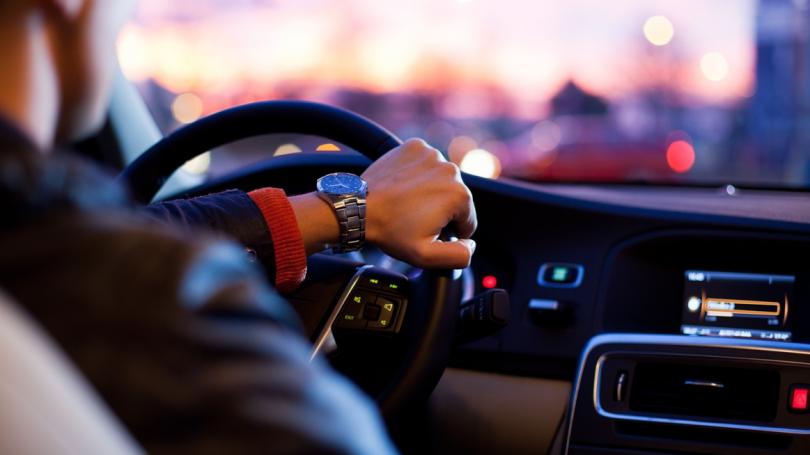 Huawei udvider inden for smarte biler og lancerer intelligent køresystem
