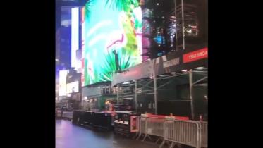 Man flyver da på drone gennem Times Square i New York