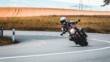 Apple udsender advarsel til iPhone-brugere på motorcykel