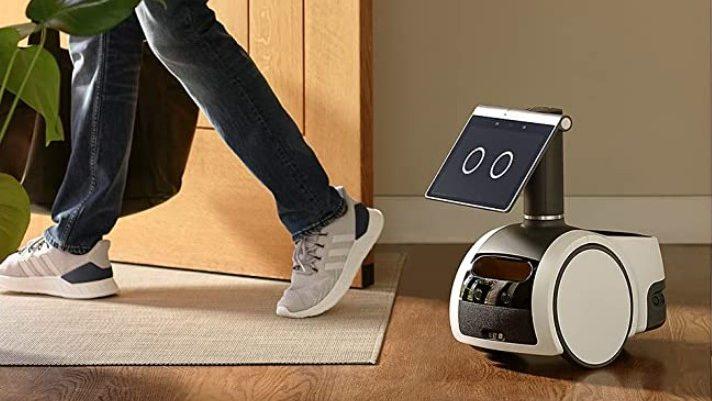 Amazon Astro, en robot med periskopkamera til hjemmet