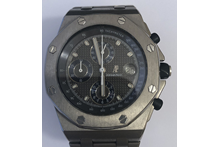Orologio con cassa e cinturino in titanio, marca Audemars Piguet, mod. Royal Oak