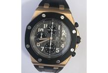 Orologio con cassa in oro 18 kt., cinturino in caucciù nero e chiusura in oro 18 kt. ...