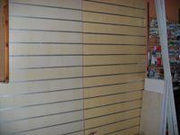 N. 2 Espositori a parete in alluminio con n. 6 ripiani in legno