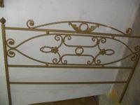 N. 1 Letto in ferro battuto (testiera e pediera) colore oro