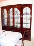 N.1 mobile vetrina alto circa 2,5 Mt.  in legno scuro lucido con 4 ante aprili in vetro ...