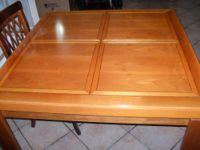N.1 Sala da pranzo composta da tavolo , mobile vetrina e contromobile.