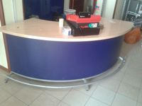 Banco vendita di forma semicircolare