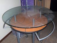 Tavolo rotondo con piano in vetro