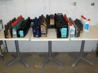 Stock di oli lubrificanti e fluidi antigelo per un totale di 163 pezzi