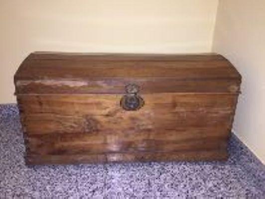 Cassapanca in legno color noce chiaro. - Astemobili.it