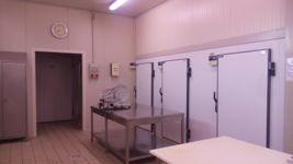 Stock attrezzature per la produzione e lo stoccaggio di salumi ed insaccati