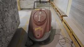 Moto spazzatrice elettrica per pavimenti industriali Poli Motoscope