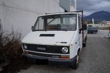 Autocarro con cassone per il trasporto di merci; marca: Fiat Iveco; modello: 35 10 ...