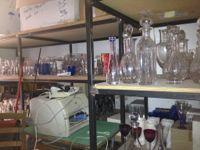 Stock di vasellame,cristallerie,servizi di piatti,bicchieri