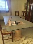 Tavolo in vetro con due basamenti in marmo, sedie in noce