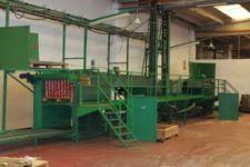 Vascone in acciaio con annessa scala di ispezione in ferro a cinque gradini