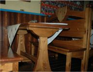 Tavoli in legno a quattro posti