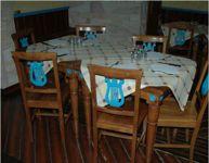 Tavoli in legno quadrati a quattro posti