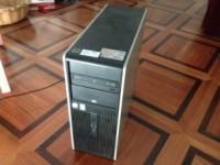 PC marca HP DX 2200, con tastiera e mouse
