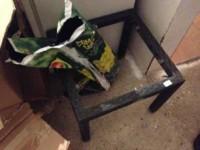 Tavolino con vetro 50X50 cm danneggiato