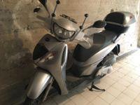 Motociclo Honda modello SH