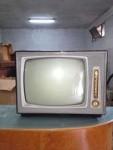 Televisore a tubo catodico antico, marca CGE modello 5961