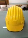 Stock costituito da N. 6 elmetti protettivi da cantiere di colore giallo