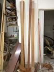 Stock costituito da N. 34 m lineari circa di battiscopa in legno.