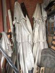 N.4 ombrelloni da giardino rotti (solo per pezzi di ricambio) privi di base