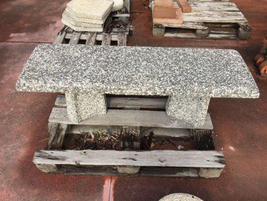 Panchine Da Giardino In Cemento.Asta Telematica N 2 Panchine Da Esterno In Cemento Una Con