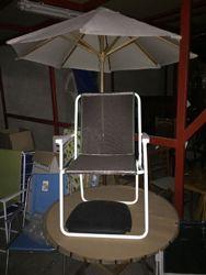 Sdraio Da Giardino In Plastica.N 10 Sedie Per Mare N 1 Tavolino Rotondo In Legno N 5 Assi Da