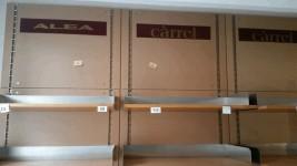 Stock arredamento e beni strumentali provenienti da negozio di abbigliamento