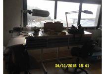 Stock composto da attrezzature, mobili, strumenti e materiali da laboratorio ...
